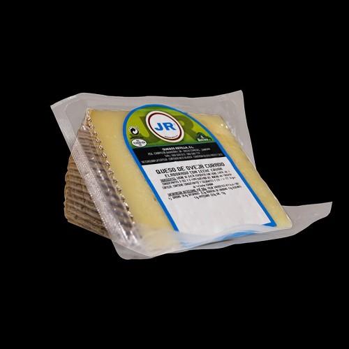 Cuña de queso curado de oveja elaborado con leche cruda JR